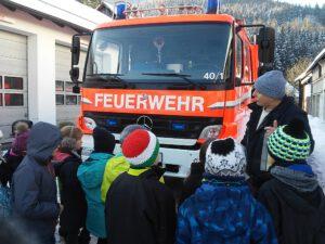 Read more about the article Besuch der 3. Klasse bei der Feuerwehr
